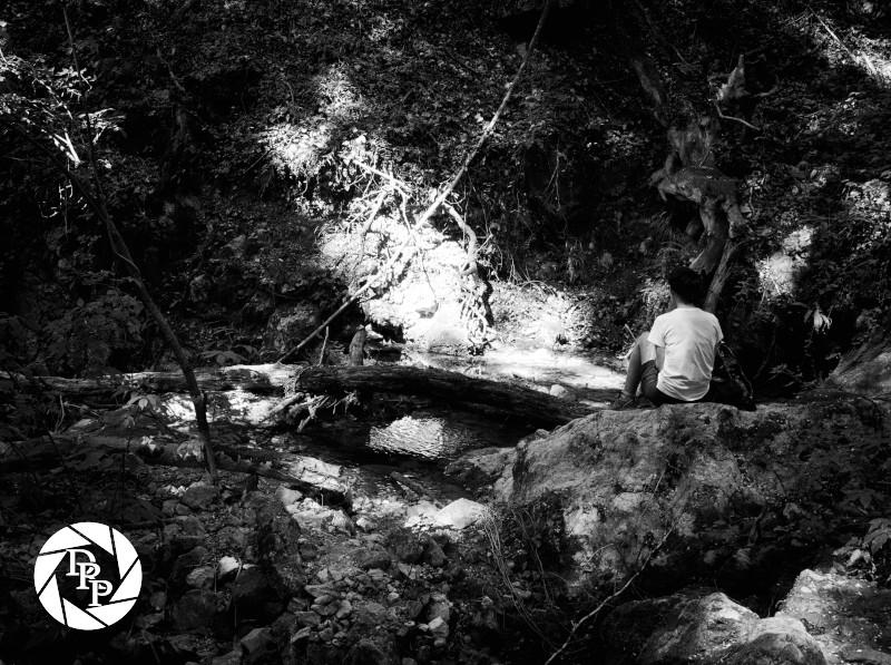Un'escursionista alle cascate di Cineto Romano
